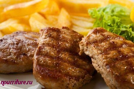 Бифштекс рубленый с жареным луком фри