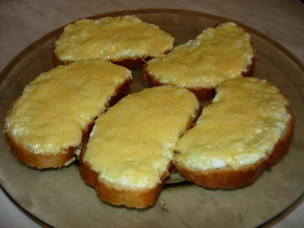 Бутерброды с сырной массой и сельдью