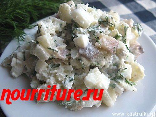 Салат из сельди с яйцом и зелёным горошком