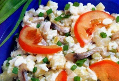 Римский салат с сельдью и грибами