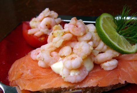 Бутерброды с рисом, крабами (креветками) и рыбой