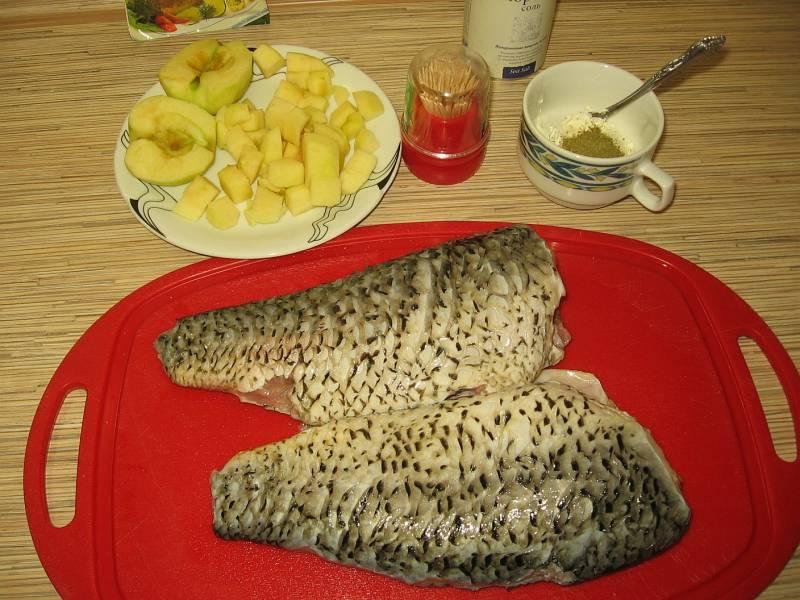 Рыбный салат с яблоками