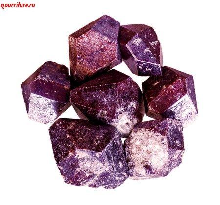 Камни для здоровья человека: альмандин (карбункул) при хронической усталости, плохом кровообращении и отравлениях