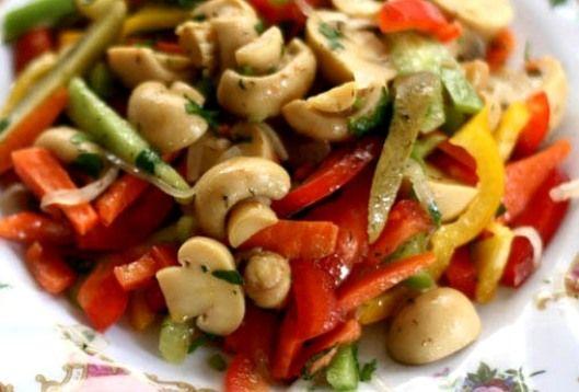 Салат из сельди с консервированными овощами