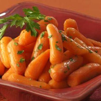 Молодая глазированная морковь