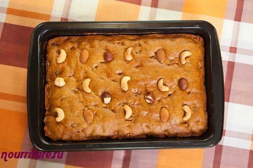 Творожный пирог с орехами и мёдом