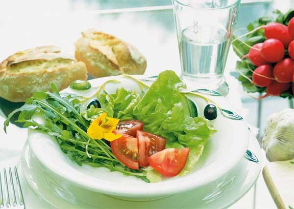 Салат с конопляным маслом