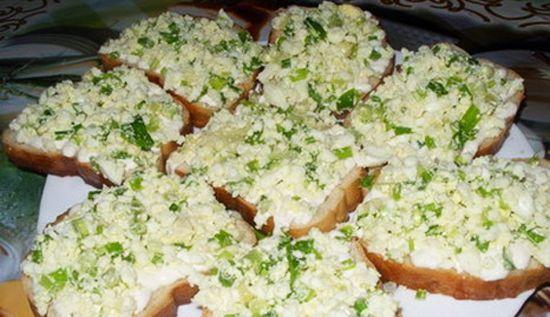 Бутерброды большие калорийные с творогом и копчёной рыбой