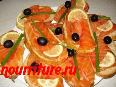 Гренки с копченой лососиной
