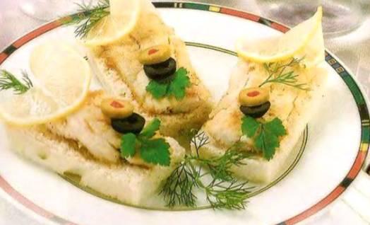 Малые бутерброды с рыбой и майонезом