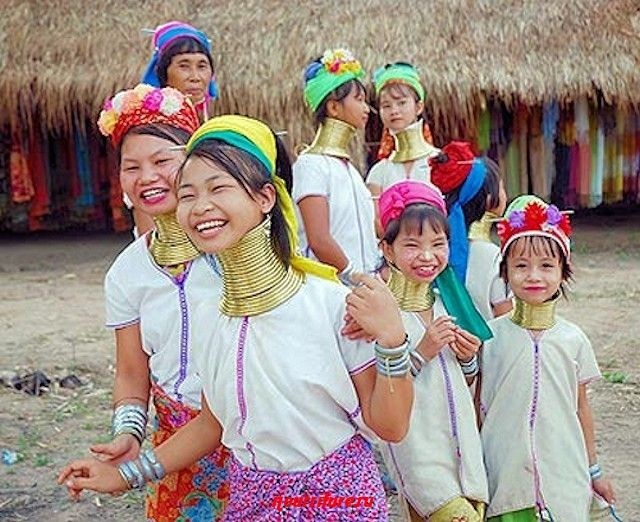 Женщины племени Падаунг из северного Таиланда