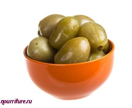 Закуска из зелёных помидоров с грецкими орехами и луком