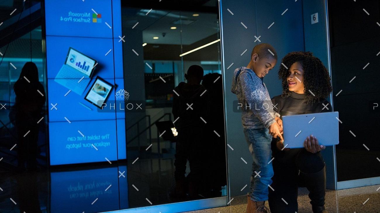 demo-attachment-84-blue-child-glass-wall-1181347